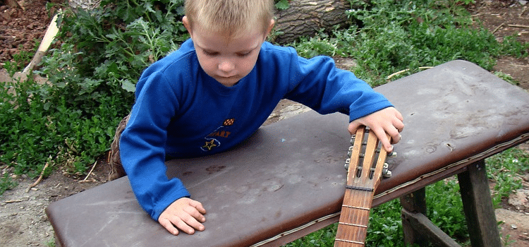 can a 4 year old learn guitar