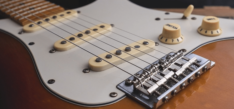 where was the first electric guitar made
