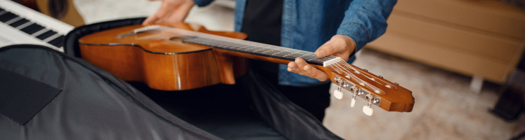 storing an acoustic guitar