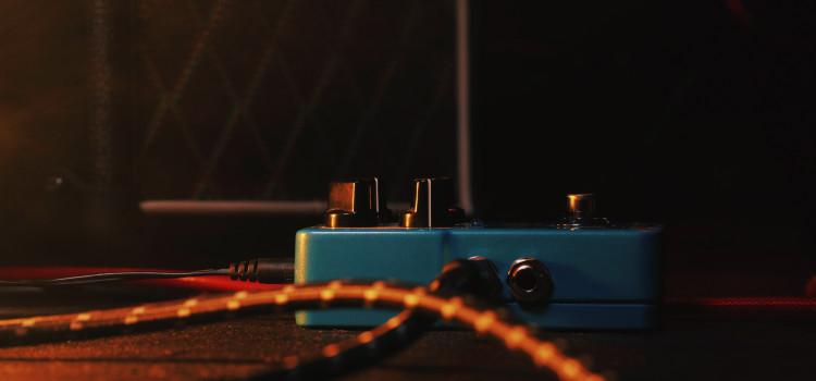how to use ditto looper with another pedal